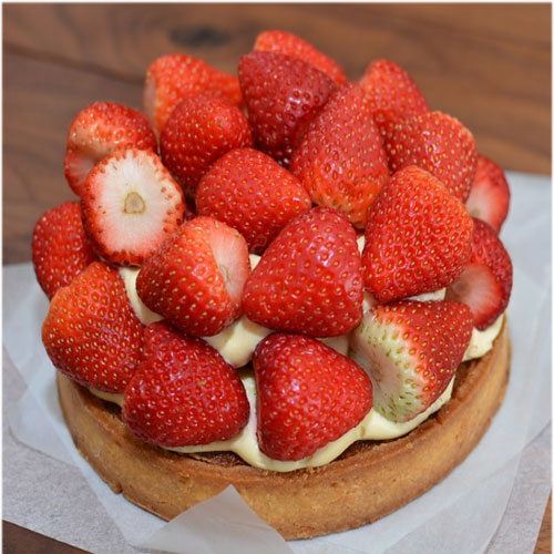Strawberry Birthday cake pics pictures photo pics images wallpapers download hd for whatsapp facebook