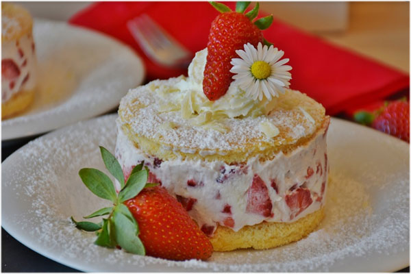 strawberry cake with ice
